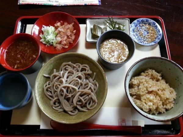 おろしそばと発芽玄米とろろかけご飯